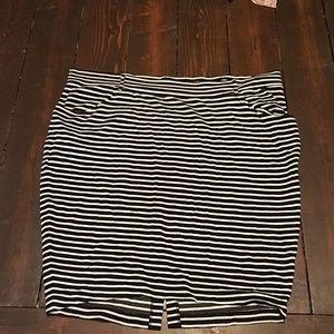 Torrid pencil skirt w/pockets size 3